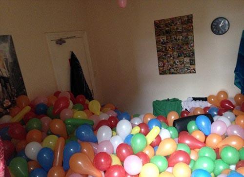 воздушные шары в комнате