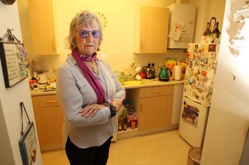 пенсионерку преследует привидение