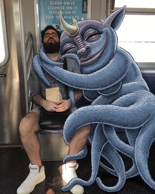 забавные монстры в метро