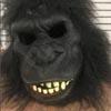 мужчина в костюме гориллы