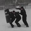 полицейские играют в снежки