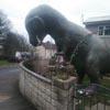 скульптура в виде динозавра