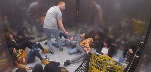 страшные розыгрыши в лифте