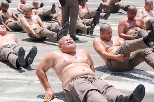 полицейские с лишним весом