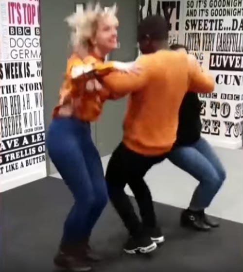 модный треугольный танец