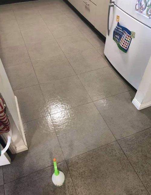 грязный пол в кухне