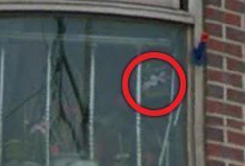жуткое лицо в окне