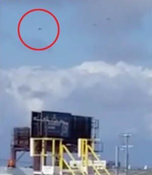 полицейские вертолёты и нло в небе