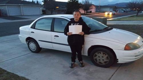 мальчик купил маме машину