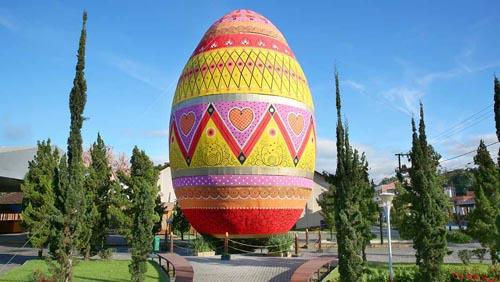 гигантское пасхальное яйцо
