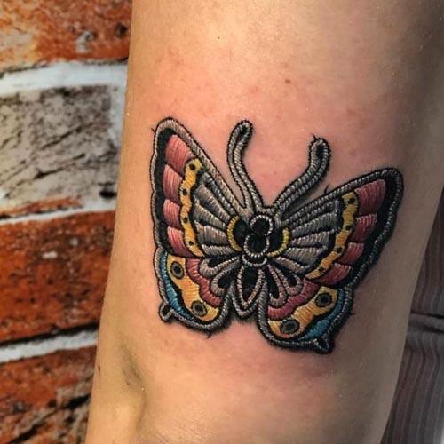 татуировки смотрятся как вышивка