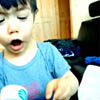 истерика мальчика из-за ленты