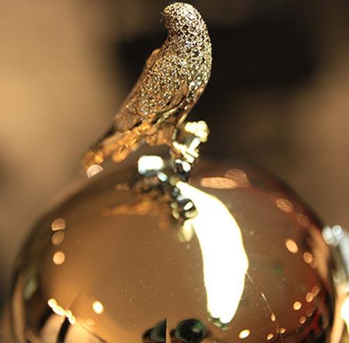 бриллиантовый флакон духов