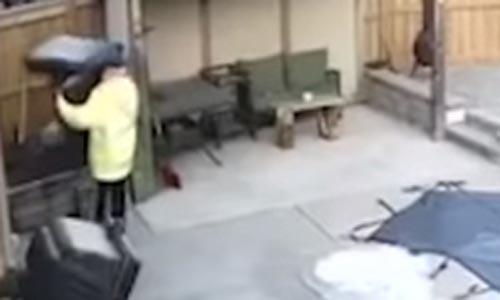 вор решил украсть тяжёлое кресло