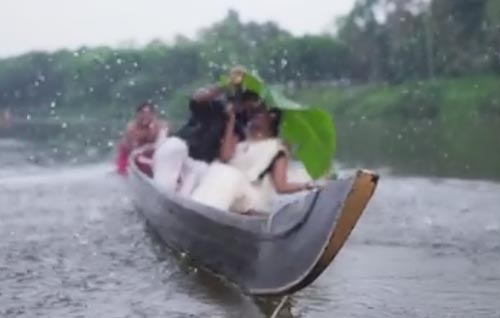 жених с невестой упали в реку