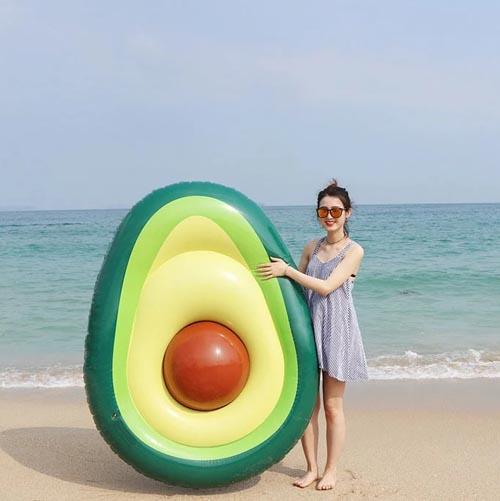 надувное авокадо для пляжа