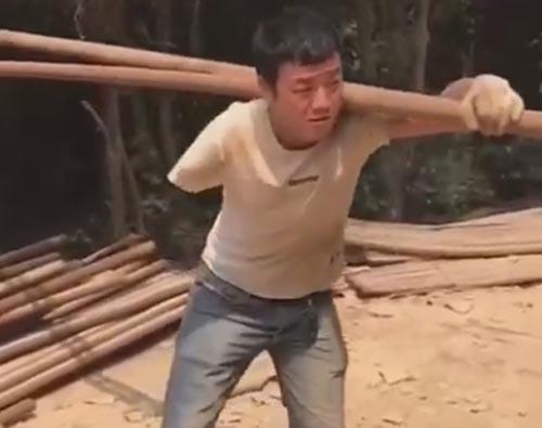 строитель с одной рукой