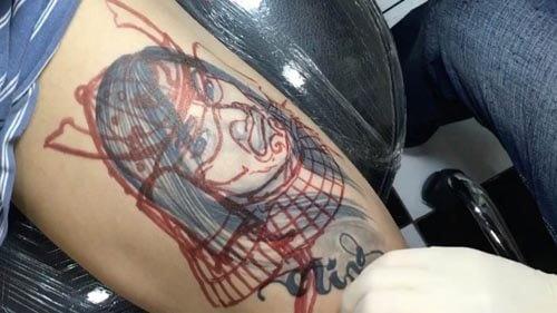 мастер переделал татуировку