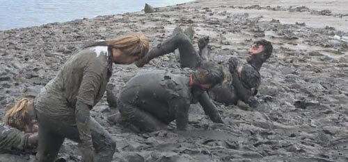 соревнование на грязной реке