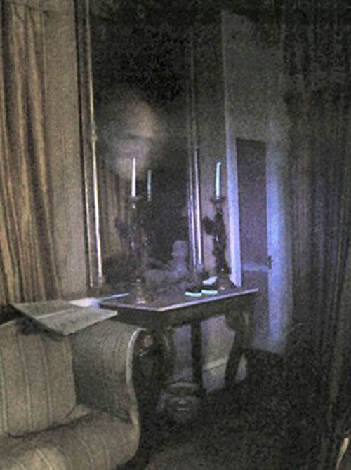 призрак в старом поместье