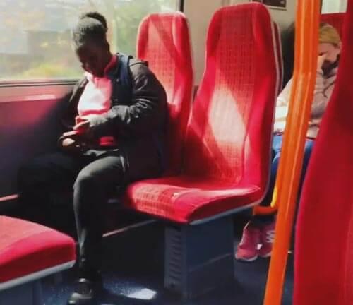 неприличные звуки в поезде