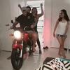 катание на мотоцикле в гостиной