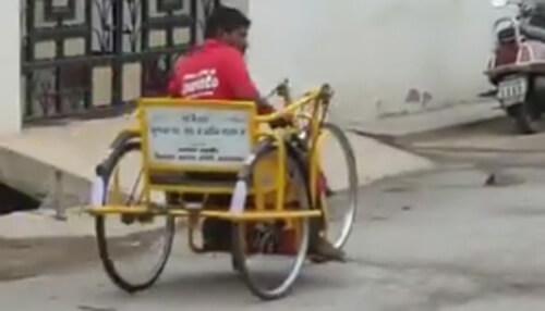 курьер на необычном велосипеде