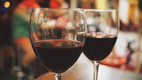 последователь бахуса хочет вина