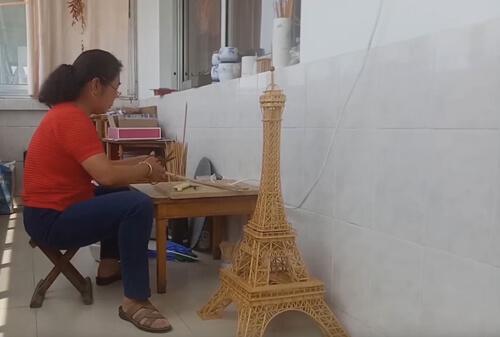 башня из бамбуковых палочек