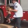 пожарный нырнул в колодец