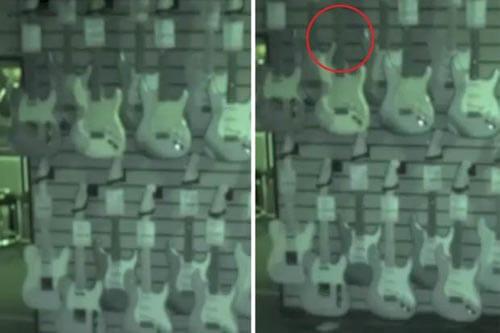 гитары качаются на стене