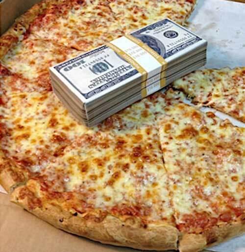 счастливое ожидание пиццы