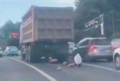 женщина попала под грузовик