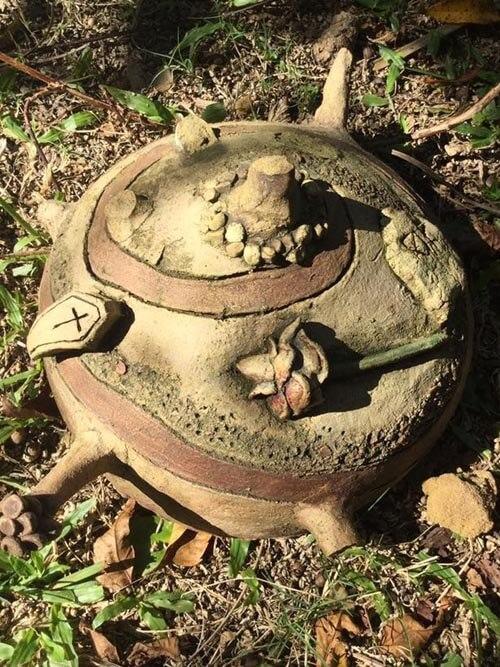 проклятый предмет в саду