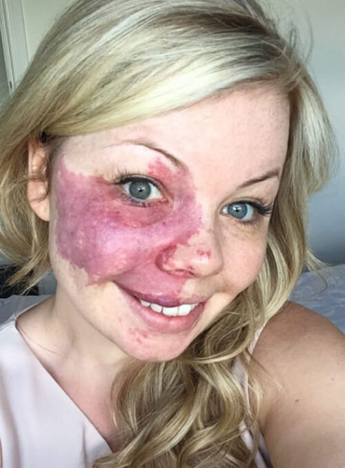женщина рекламирует косметику