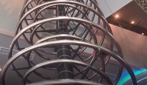 спиральная горка в ресторане