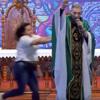 священника столкнули со сцены