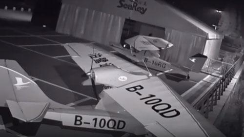 подросток угоняет самолёты
