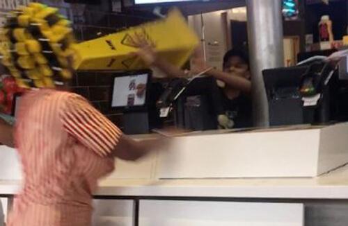 агрессивная клиентка в ресторане