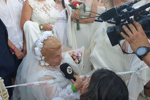 женщины в свадебных платьях