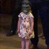 маленькая девочка в маске