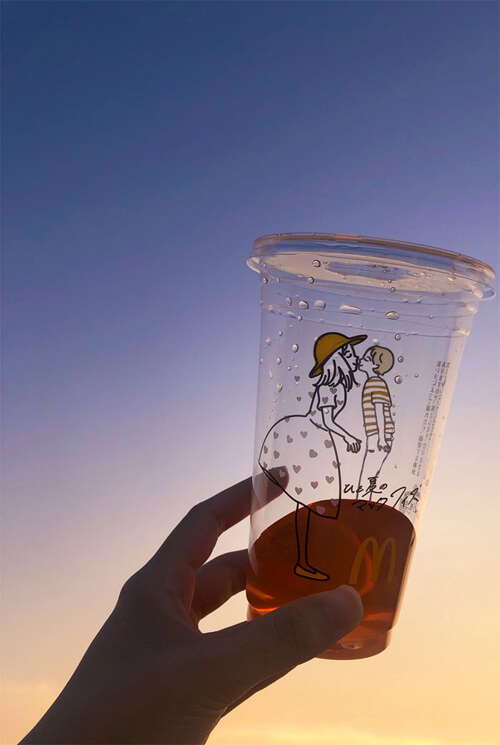 любовь на пластиковых стаканах