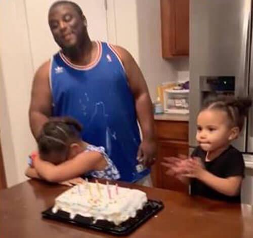 свечи на праздничном торте