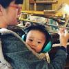 музыкантша выступает с ребёнком