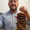 монструозный гамбургер в пабе