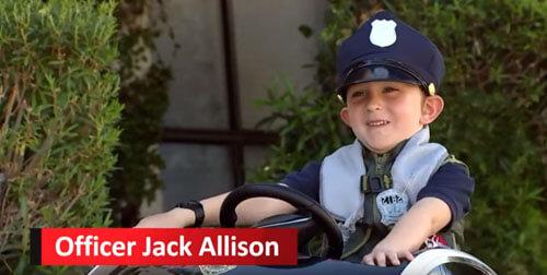 мальчик патрулирует улицы