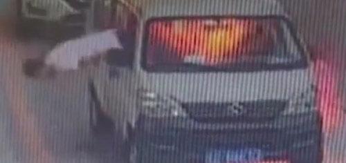 прыжок из загоревшейся машины
