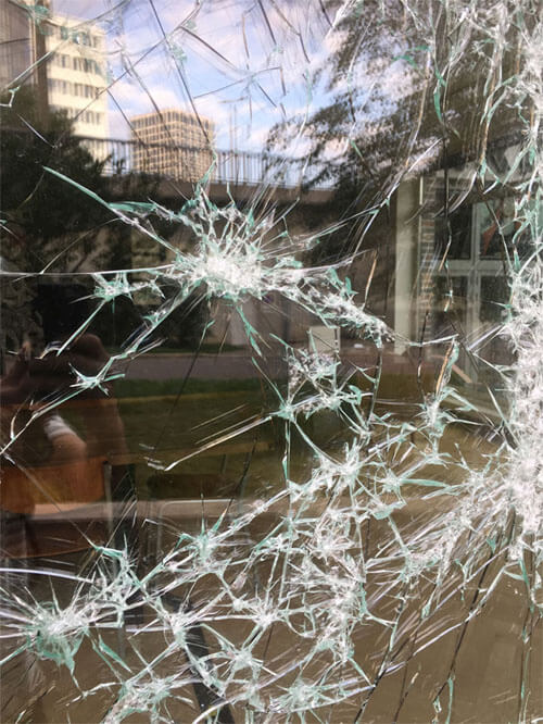 картины из разбитого стекла