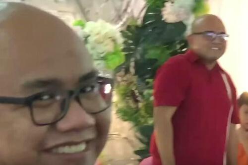 гость встретил своего двойника