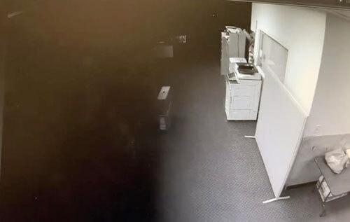 жуткая чёрная тень в офисе